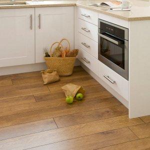 Каких видов бывает ламинат на кухню под плитку + требования к водостойкости и влагостойкости