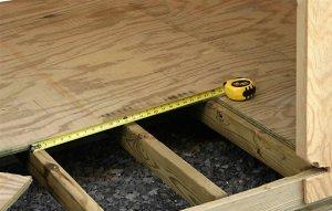 Как производится укладка ламината на деревянный пол + выбор инструментов и подложки